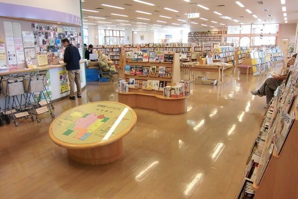 小城市民図書館 三日月館