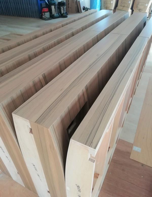 ブログ更新しました。ホテル用の家具製作中です!